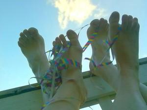 Onnelliset jalat